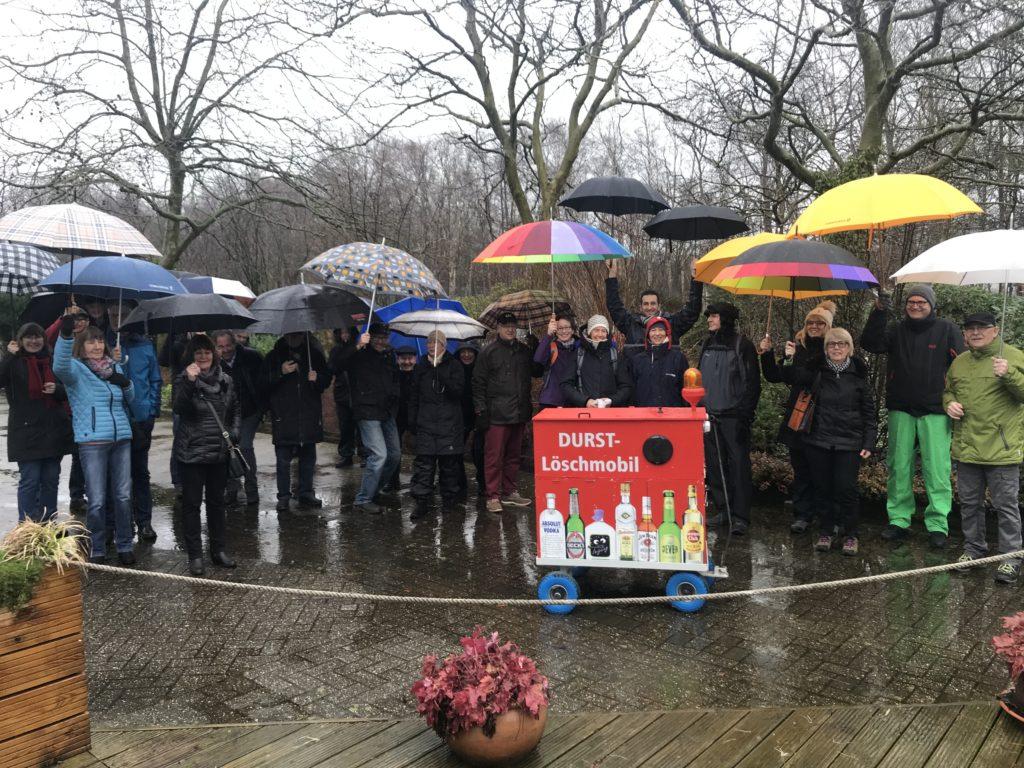 Die Teilnehmer sind trotz des Regens bester Stimmung
